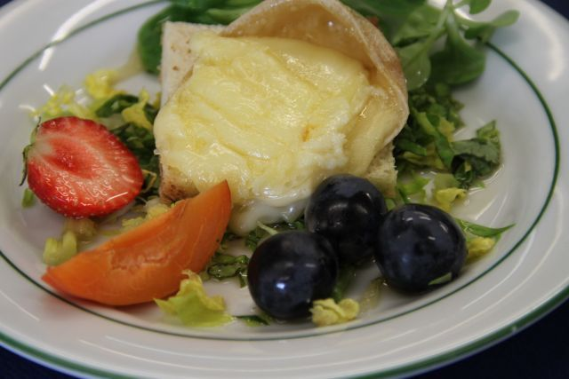 Fromage chaud sur salade gourmande